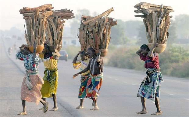gbagyi people placing loads on their shoulders
